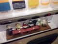 [三田][田町][ラーメン][ラーメン二郎]券売機最下段は創業者のオヤジさんや奥様などのミニフィギュアを配置