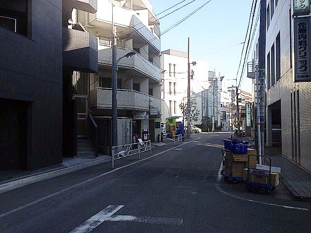 大通りとは打って変わった静かな表情に