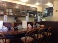 [神泉][渋谷][ラーメン]カウンター7席、4名掛けテーブル2卓、レトロ喫茶のような店内