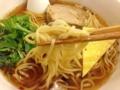 [神泉][渋谷][ラーメン]みっちり。そんな言葉がピッタリ、独特な味わいの中太麺