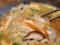 ニンジン、タマネギ、シイタケらが彩りと甘みを添えるクッパスープ
