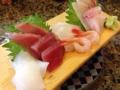 [和食][寿司・魚介類]ネタづくしと言えば冒頭でもおなじみの刺身5点盛。これで530円