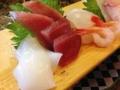 [和食][寿司・魚介類]寿司食べる手を止めて酒が飲みたくなりますね。(実際飲んだ)