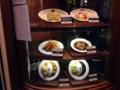 [新宿][新宿三丁目][洋食][コーヒー][定食・食堂]定番メニューは店頭左手にディスプレイ