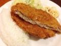 [新宿][新宿三丁目][洋食][コーヒー][定食・食堂]ライスの上にどでんと鎮座する豚ミンチかつ