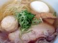 [本鵠沼][ラーメン][丼もの][餃子]繊細にまとめ上げた塩ラーメン!「麺やBar 渦」の湘南湯麺 琥珀(塩)