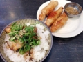 [本鵠沼][ラーメン][丼もの][餃子]「麺やBar 渦」のミニ炙りチャーシューご飯+鶏皮ぎょうざセット