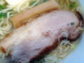 [本鵠沼][ラーメン][丼もの][餃子]豚バラチャーシューや太めのコリコリメンマは海に浮かぶゴムボート