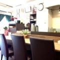 [向島][曳舟][押上][浅草][菓子][アイス][甘味処]カウンター6席、縦に並ぶ2名掛けテーブル2卓で計10席
