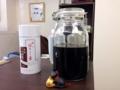 [向島][曳舟][押上][浅草][菓子][アイス][甘味処]店内にディスプレイされている瓶に入った黒蜜と「一保堂」の茶缶