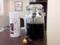 店内にディスプレイされている瓶に入った黒蜜と「一保堂」の茶缶