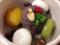 寒天、えんどう豆、アンコ、白玉、アンズ、クルミ、赤スグリで鮮やか