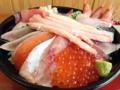 [鳥取][鳥取砂丘][和食][丼もの][寿司・魚介類][定食・食堂]横からだとその盛りっぷりのスゴさがお分かりいただけるだろうか?