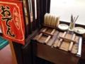 [倉吉][ラーメン][おでん]店内窓側に設置されたおでん台