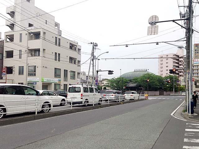 洪福寺交差点のすぐそば、車でのアクセスも快適