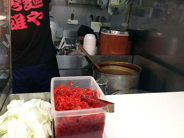 セルフサービスの真っ赤な福神漬け@神宮球場「麺や秀雄」