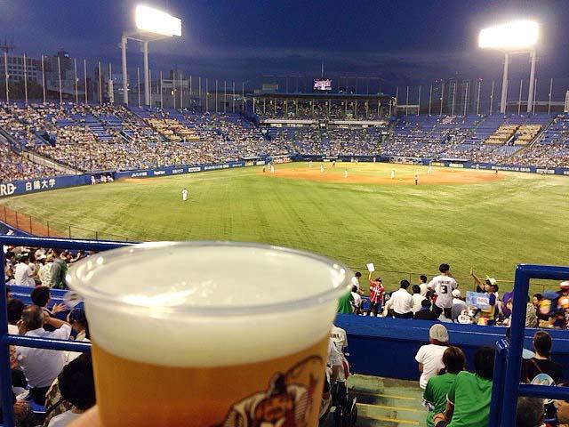 注ぎたての生ビールとナイター観戦@神宮球場