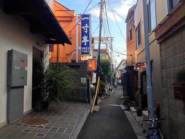 谷中銀座商店街から1本入った路地