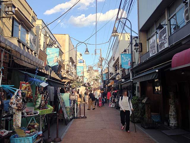 国内外問わず日々多くの観光客で賑わう谷中銀座商店街
