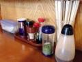 [秋田][横手][焼きそば][居酒屋]卓上調味料はソース、青海苔、醤油、唐辛子、ラー油、胡椒と豊富
