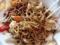 卓上の七味ニンニクだニンニク胡椒、さらには追いソースで気分転換