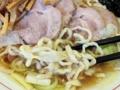 [牛込柳町][曙橋][新宿][ラーメン]そしてそんな特製醤油スープをガッチリ受け止めますは……