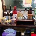 [東京][大手町][三越前][新日本橋][ラーメン][漫画][孤独のグルメ]カウンターに置かれた缶詰は1個200円分の食券で購入可能