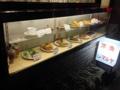 [日暮里][三河島][洋食][定食・食堂][漫画][孤独のグルメ]ショーケースと立て看板がなければ廃屋にしか見えなさそう
