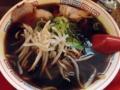 [麻布十番][ラーメン][餃子][チャーハン]特大新福そばに比べて具が少ないからスープの黒が際立ちますね