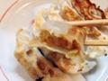 [麻布十番][ラーメン][餃子][チャーハン]そのままでもおいしい、卓上調味料でカスタマイズするのも楽しいデキ