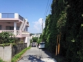 [沖縄][那覇][沖縄そば]専用パーキングへの道のりも、明らかに片側だけ異様な雰囲気