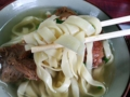 [沖縄][名護][沖縄そば]きしめんを想起させる名護老舗製麺所「三角屋」の幅広麺(ひらそば)