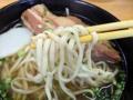 [沖縄][南城][沖縄そば]数ある沖縄そばの中でも相当細い部類に属する亀濱製麺所の麺