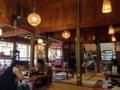 [沖縄][糸満][沖縄そば][定食・食堂][カフェ・喫茶店]外観に負けず劣らず雰囲気抜群な木造建築の店内