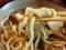 カツオベースのアッサリおつゆ、それに合うように特注した太麺