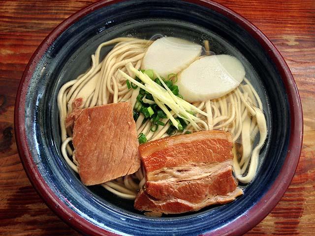 麺、出汁、具、すべてにこだわりまくりなスッキリ塩味の沖縄そば