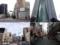 「港屋」と「ラーメン二郎 新橋店」が絶妙な距離感を保って営業中