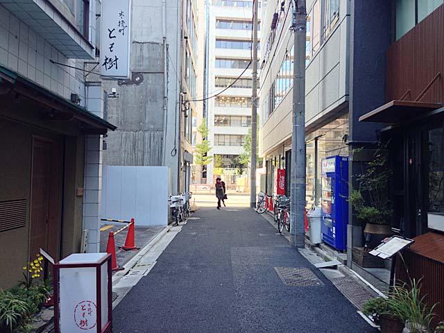 東銀座・歌舞伎座タワー真裏の老舗「歌舞伎そば」目の前の通り