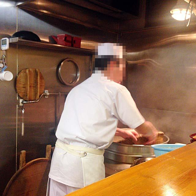 客足が途絶えない人気店だから蕎麦茹でまくり@銀座「歌舞伎そば」