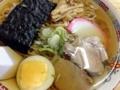 [秋田][十文字][ラーメン][定食・食堂]ゆで卵、脂身少なめなチャーシュー、かまぼこ、ネギ、メンマに海苔