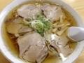 [秋田][十文字][ラーメン][定食・食堂]放射状に5枚のチャーシュー、ちょこんと添えられた刻みネギにメンマ