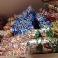 [日暮里][菓子][漫画][こち亀]キャベツ太郎だとかのスナック菓子も大量に積み重ねられてたり