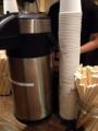 [大阪][なんば][千日前][ラーメン]飲料水用の紙コップも、この店だと無骨さが漂って見える不思議
