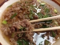 [大阪][千日前][和食][蕎麦][うどん][定食・食堂]こんな風に牛肉とネギをワシャっとつかみまして
