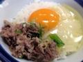 [大阪][千日前][和食][蕎麦][うどん][定食・食堂]玉子かけごはんのお茶碗にドボン
