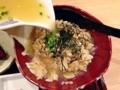 [銀座][有楽町][日比谷][ラーメン]お茶漬け作り用の注ぎ口からアツアツのスープを回しかけます