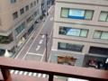 [銀座][銀座一丁目][餃子]窓際の席だと銀座の街を見渡せるようになったり