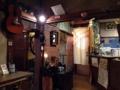[西日暮里][谷中][パン][コーヒー][カフェ・喫茶店]センス良く配置された骨董品や雑貨、洋楽オールディーズ流れる店内