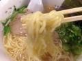 [銀座][銀座一丁目][宝町][ラーメン][つけ麺][丼もの]牛骨スープを引き立たせる、プリッとしたウェービータイプの中太麺