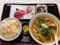 [沖縄][石垣島][和食][寿司・魚介類][居酒屋]某食堂で注文したそば定食(800円)にも刺身が6切れ